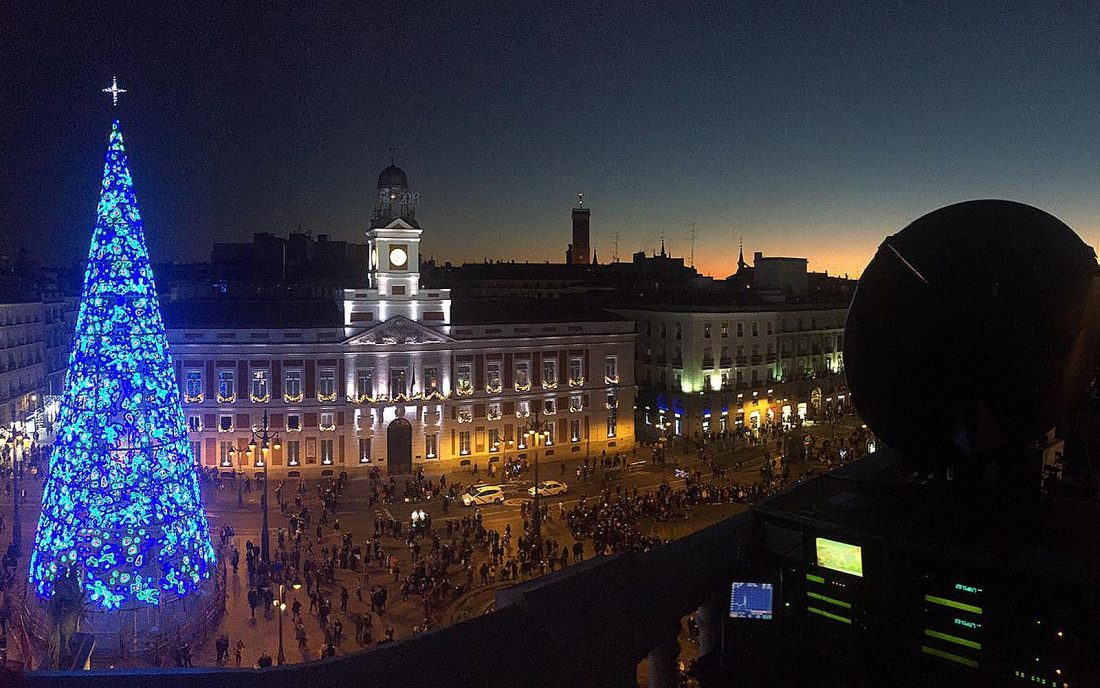 campanadas de fin de año en plaza del sol de madrid